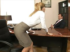 Hot botheration secretary Brooklyn Lee lifts the brush miniskirt to be fucked