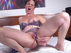 Solo mature with short hair loves to poke her pussy with a dildo