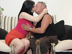 Brunette nympho Sheril Blosso enjoys casual sexual connection with senior