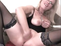 This kinky matured slut truly loves fisting herself and she prefers heavy sex toys