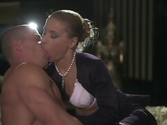 Hot ass Nikky Thorn spreads her legs for an amazing sex with a stranger