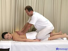 Energized brunette is keen to feel dramatize expunge masseur's cock