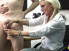 Comme �a secretary Krystal Niles gives her boss a handjob in the election