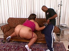 Full anal be advantageous to the BBW in the end of a nasty blowjob tryout