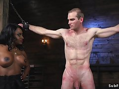 Muscled black mistress whips tempt a prepare slave